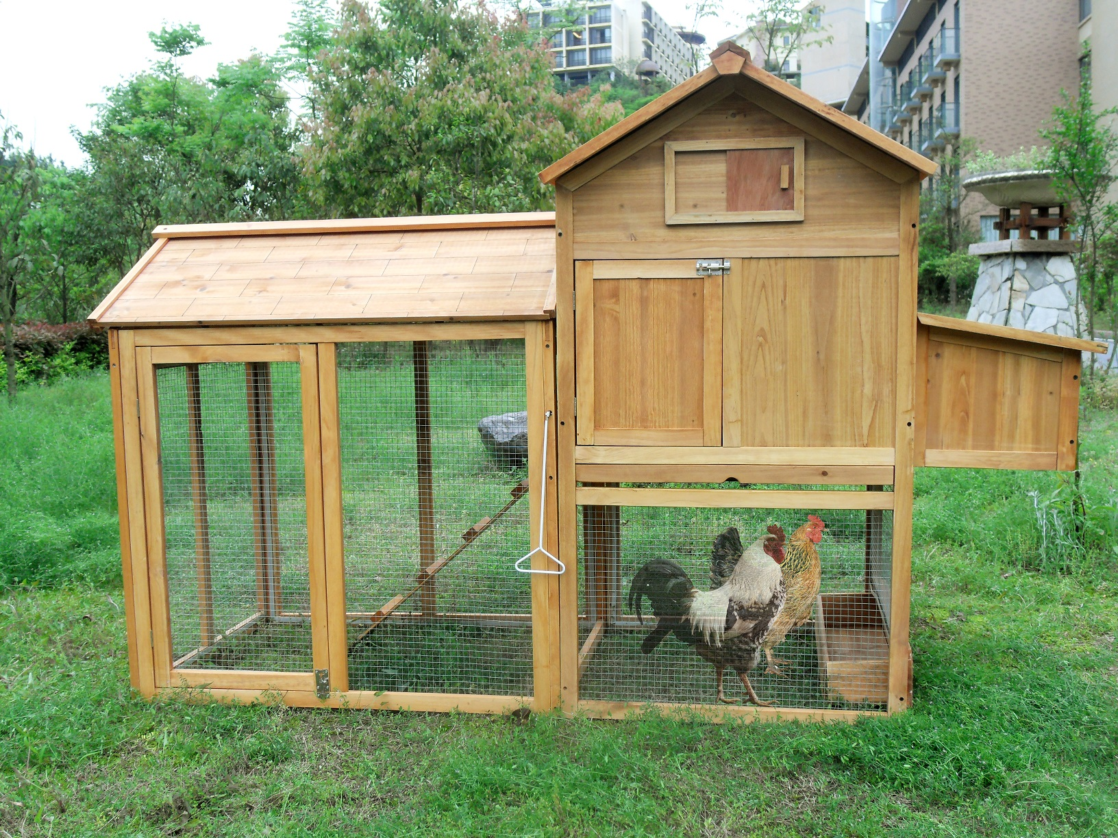 Deluxe wooden chicken poultry rabbit pet coop hen house for Large chicken house